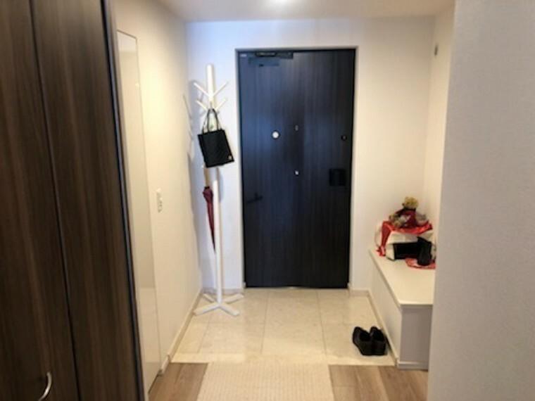 玄関 白を基調としたおしゃれな玄関です。