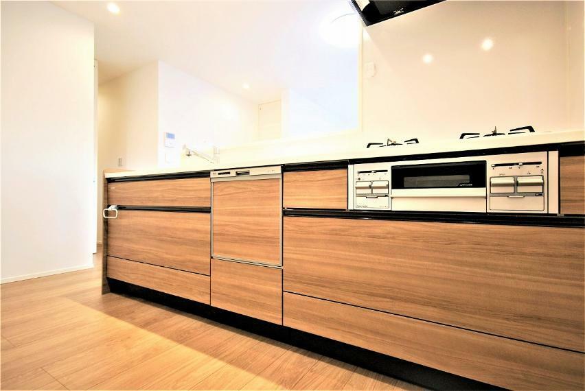 キッチン 対面式キッチンは家族とコミュニケーションをとりながら料理をすることが出来ます。