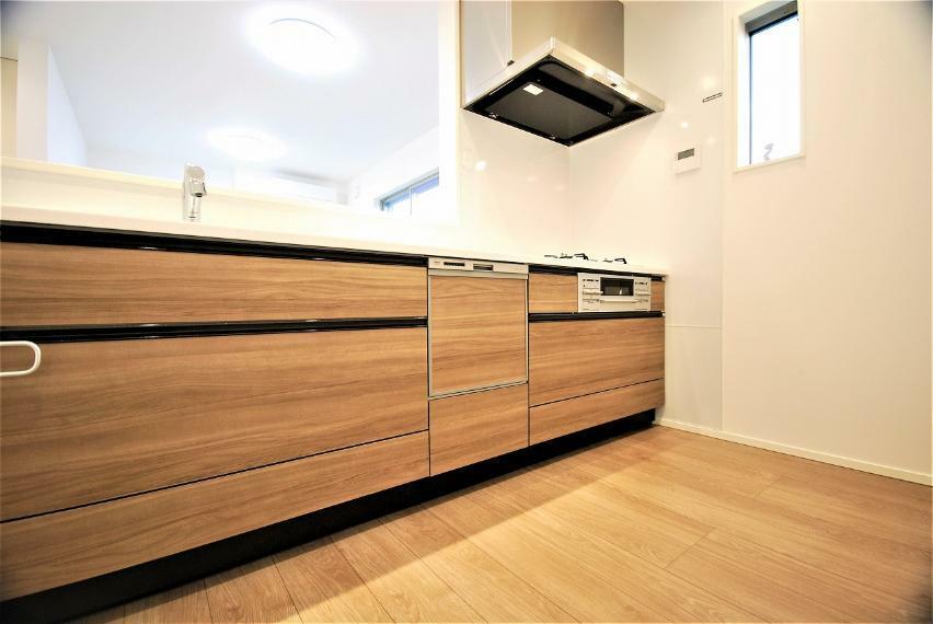 キッチン 別の角度から見たキッチンです。