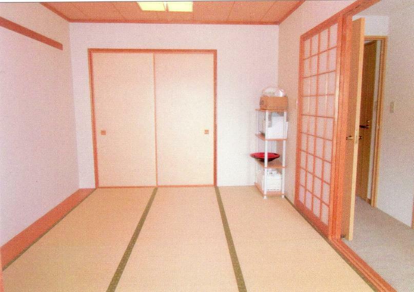 和室 6帖の和室には、押入があります