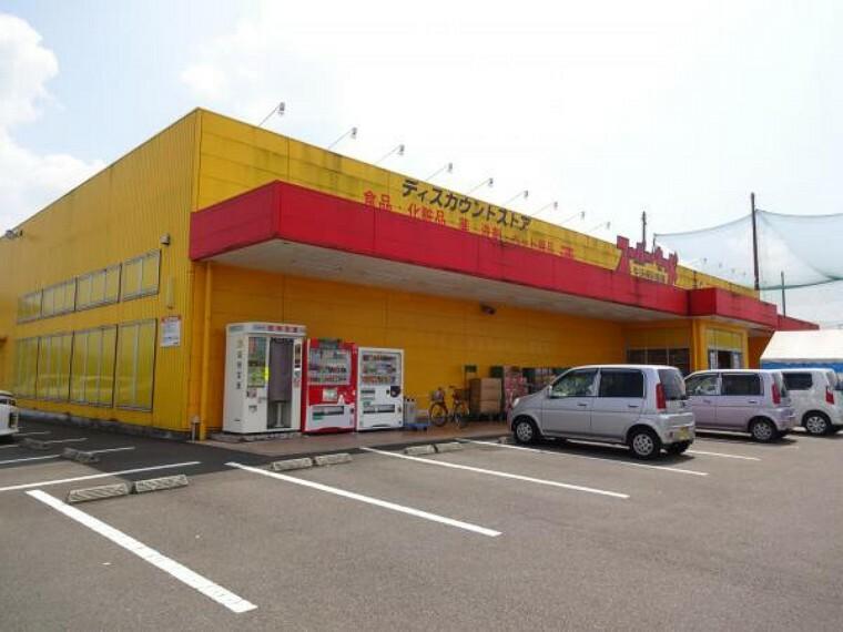ホームセンター スーパーキッド様まで約800m(徒歩約10分)近くにスーパーがあると毎日のお買い物も楽ですね。