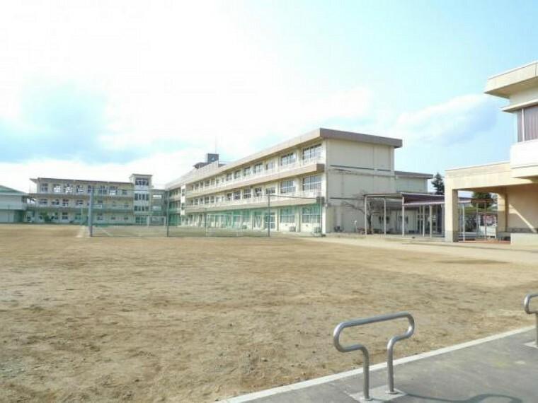 中学校 【周辺環境】郡山第一中学校まで1000m(徒歩約13分)と通学に便利な立地です。お子様の通学もラクラク。