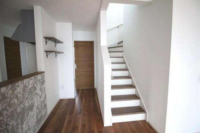 居間・リビング ご家族とのコミュニケーションもとりやすいリビングイン階段仕様。