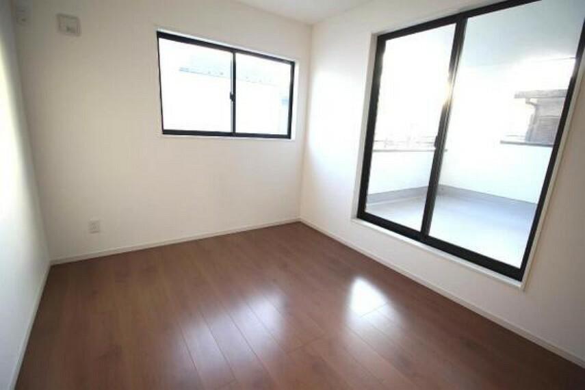専用部・室内写真 バルコニーに面した約8帖の洋室です。
