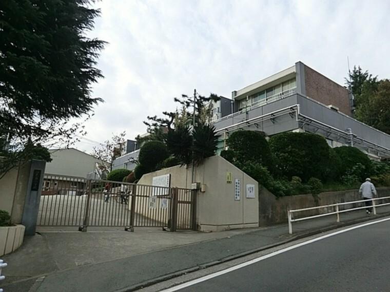 小学校 横浜市立汐見台小学校 学校教育目標:自分らしさを大切にし、思いやりの気持ちをもって、ともに高めあえる子