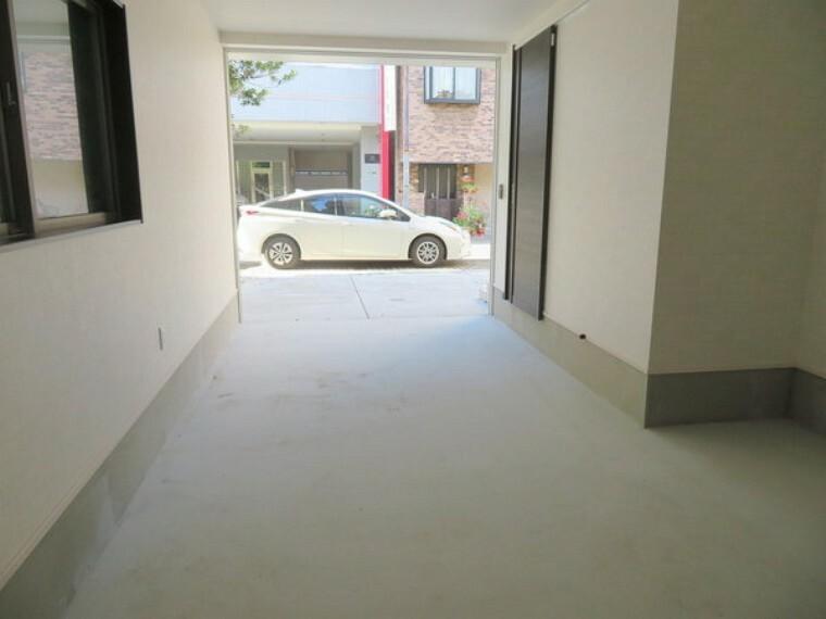駐車場 こちらは賃貸中のオーナーチェンジ物件です。実際にお住まいいただけません。