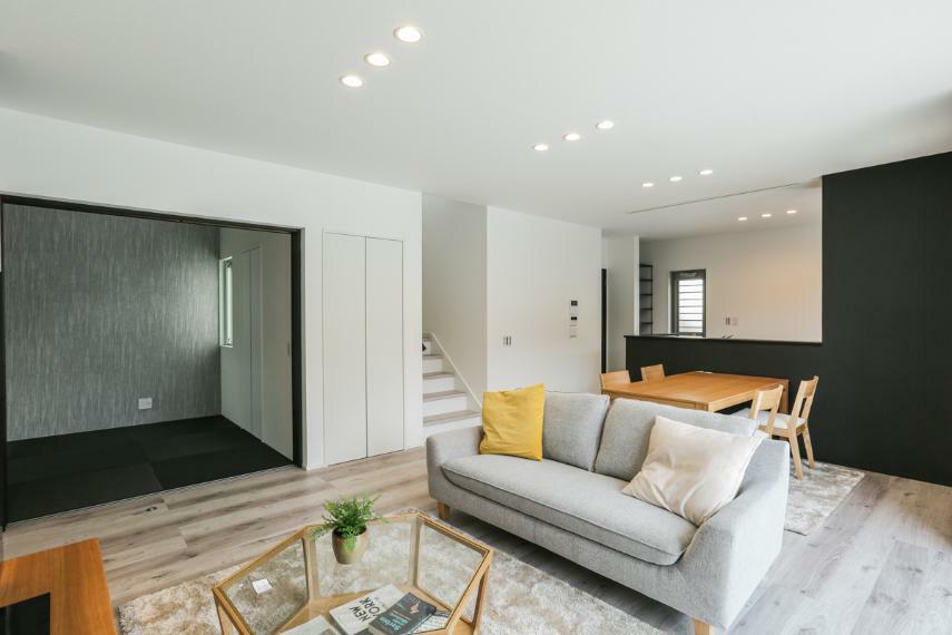 居間・リビング 2階へは必ずリビングを通る動線で家族のコミュニケーションが自然とはずみます。(1号棟)