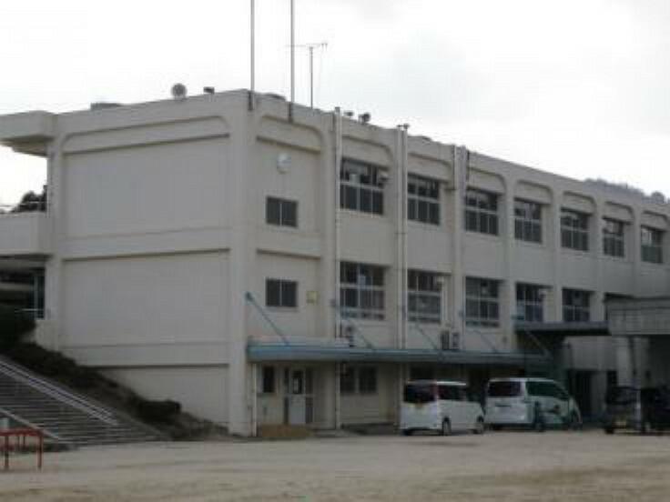 小学校 東広島市立下黒瀬小学校 1352m