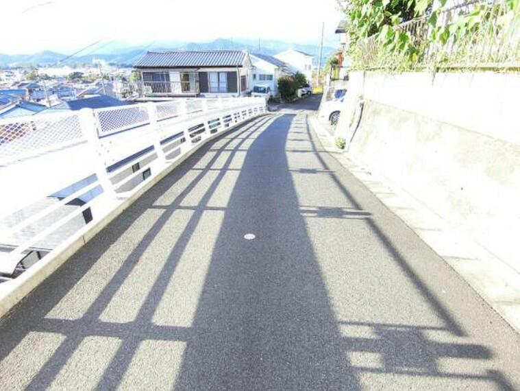 現況写真 約4mの前面道路です。