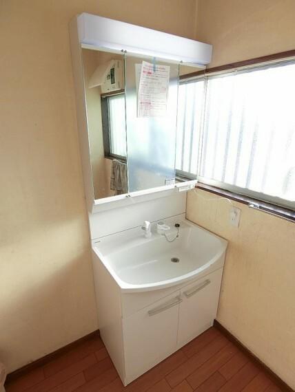 洗面化粧台 洗面化粧台です。清潔感が印象的な空間ですね。
