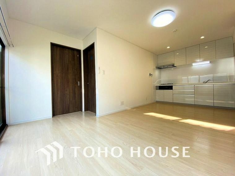 居間・リビング 開放感のある広々リビングに光と風を呼び込みます。