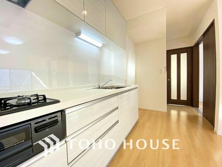 キッチン シンプルな部屋の雰囲気に溶け合うナチュラルキッチン
