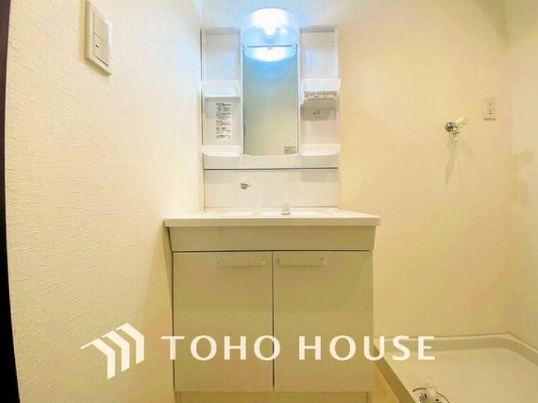 洗面化粧台 広々とした洗面スペースで朝の身支度を