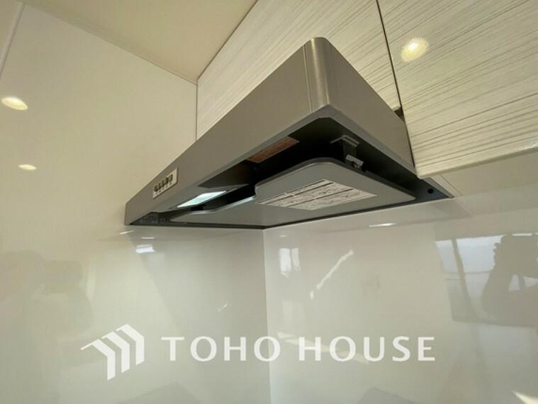 キッチン 最新式のフラットタイプの換気扇はお手入れがとっても簡単