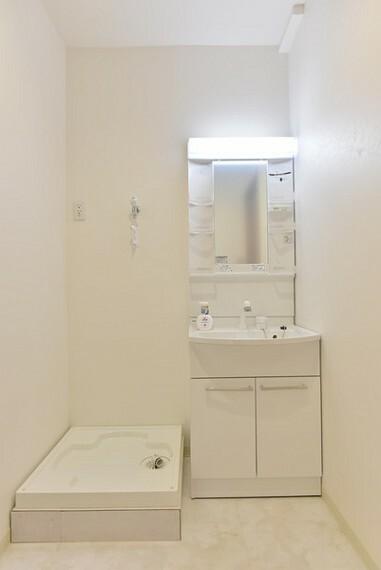 洗面化粧台 実用性もしっかりと備えた洗面台と洗濯機置き場も2Fです。