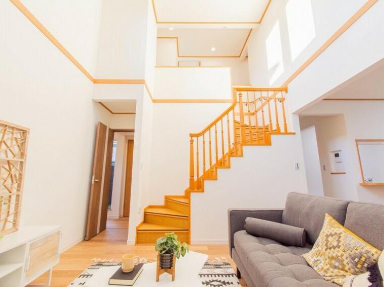 居間・リビング LDK階段の採用で、いつでも家族の一体感を感じられる。家族と過ごす時間を大切にする方にぴったり。