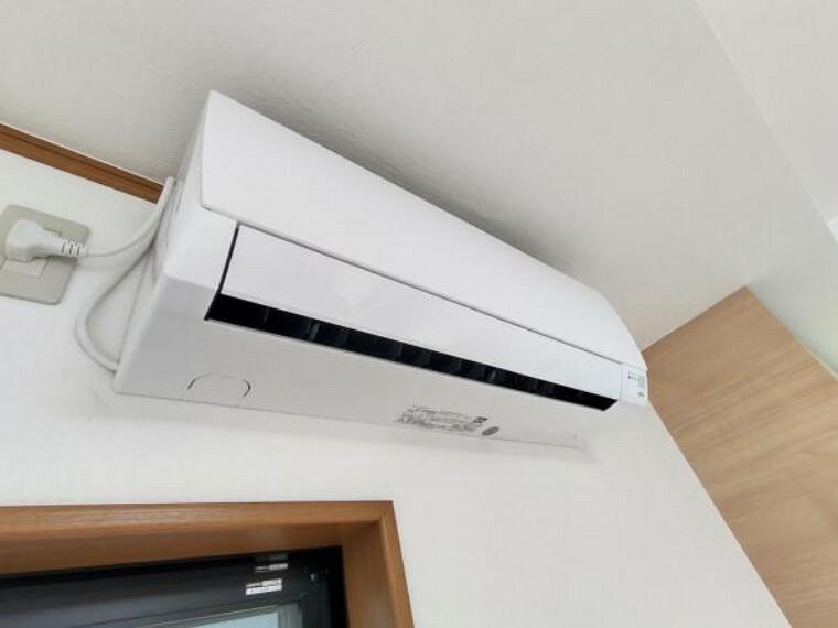 冷暖房・空調設備 【リフォーム済】リビングにはこれから始まる新生活を快適にサポートしてくれる、新品のエアコンを設置しました。お引っ越しの際に家電の買い替えをご検討のご家族も、エアコン1台分の費用が浮きますよ。