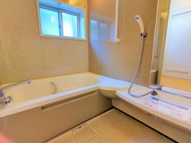 浴室 【リフォーム済】浴室はクリーニングを行い、水栓金具・浴槽の蓋・換気扇を交換します。