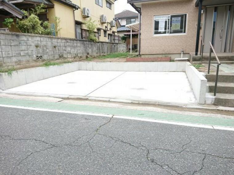 駐車場 【リフォーム済】駐車場は庭を解体し拡張工事を行いました。並列2台駐車が可能になりました。