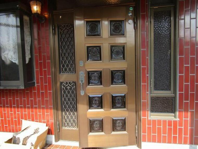玄関 【リフォーム中】玄関はカギ交換を行います。