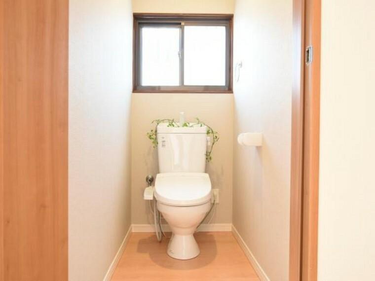 トイレ 【同仕様写真】気持ち良くお使い頂く為、TOTO製の便器・便座に交換します。