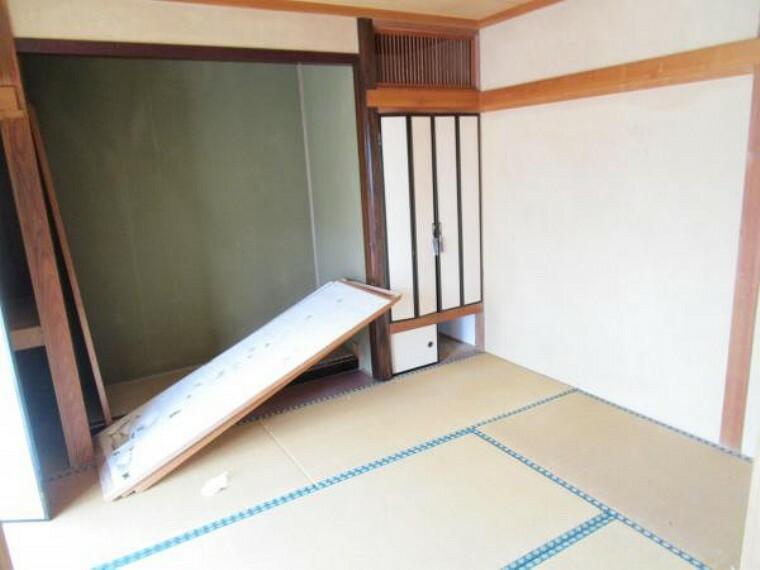 【リフォーム中】1階6帖和室です。畳の表替え、襖・障子の張替えを行います。