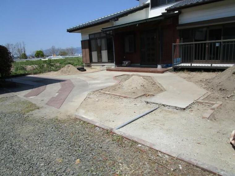 駐車場 【リフォーム中】駐車場は拡張工事を行います。