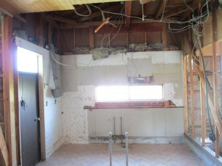キッチン 【リフォーム中】キッチンはシステムキッチンに新品交換します。