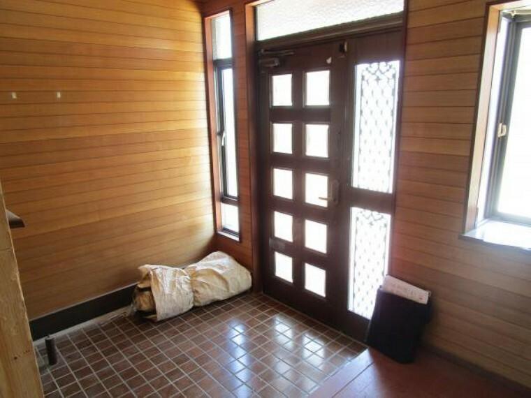 玄関 【リフォーム中】玄関にはシューズボックスを新設します。