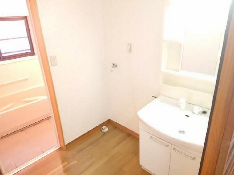 洗面化粧台 洗面台、脱衣場の様子です。こちらもハウスクリーニングを行います。
