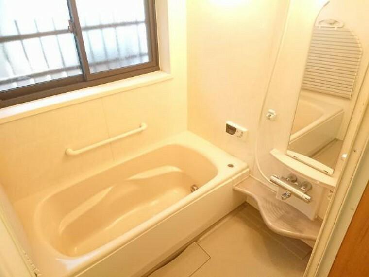 浴室 浴室は今回クリーニングを行います。一坪タイプでお子様と一緒でもゆったり入ることが出来ます。