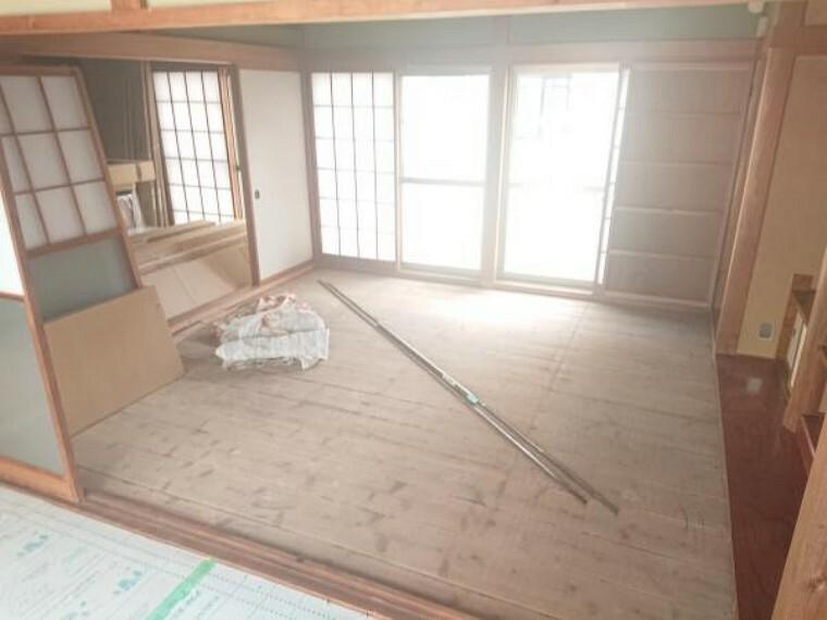 1階和室は続き間になっており、ふすまを開ければ広々使用することが出来ます。こちらもクリーニングを行いお引き渡しいたします。