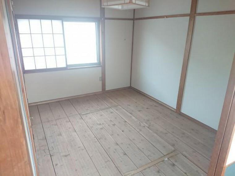 こちらは2階奥の6畳和室です。お子様のお部屋としていかがでしょうか。