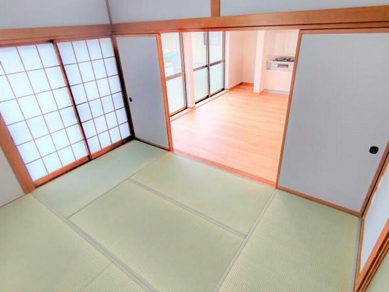 【リフォーム済】こちらは1階玄関前6帖の和室です。客間としての利用はいかがでしょうか。