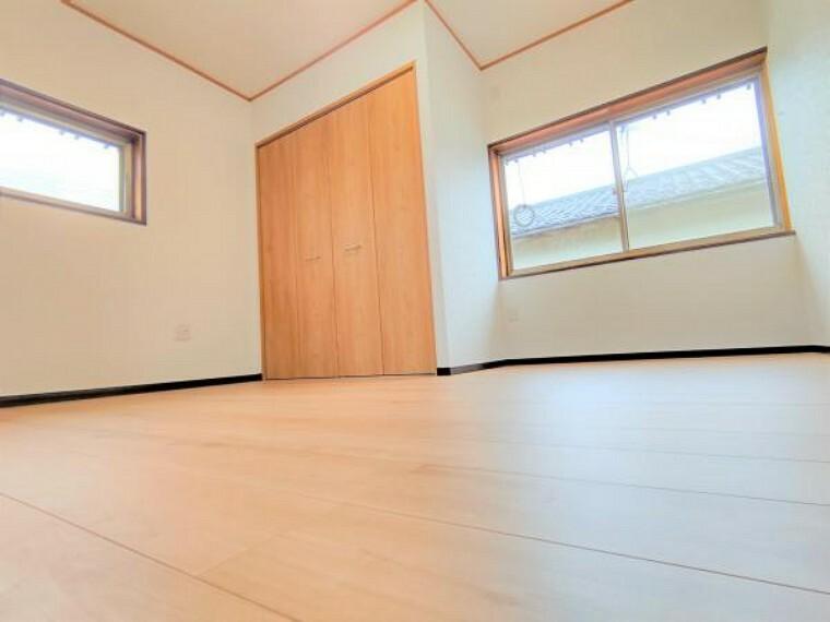 【リフォーム済】こちらは2階8畳の洋室です。主寝室としての利用はいかがでしょうか。