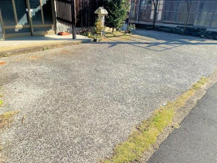 駐車場 駐車場の写真です。並列3台可能です。友人が来た際にも安心ですね。