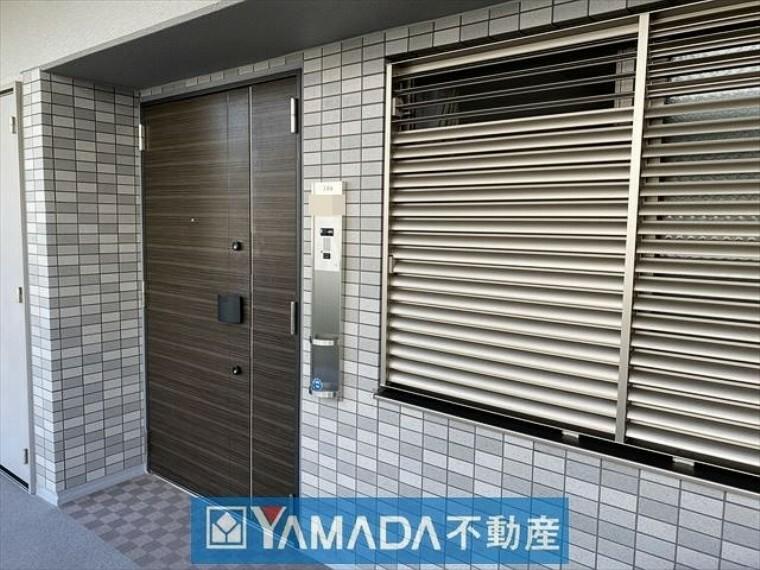 玄関 玄関アルコープになっており、プライバシーを確保できます。