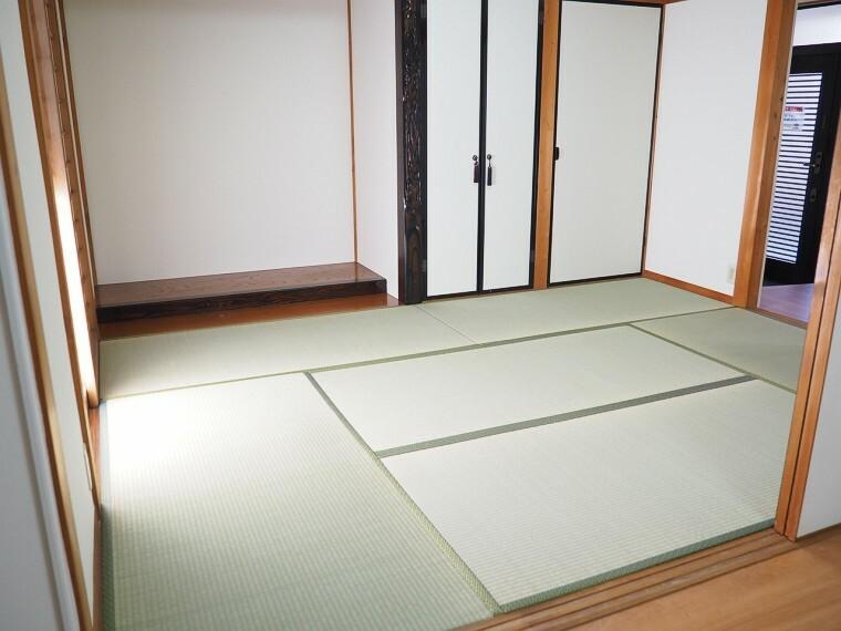 和室 和室  客間にもなる十分な広さの和室です