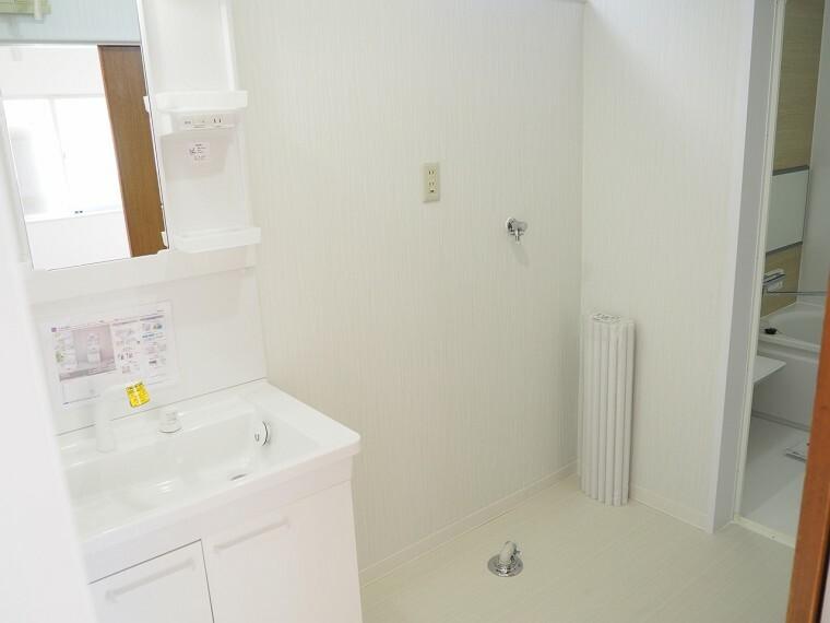 ランドリースペース 洗濯機置場 洗面所に洗濯機置き場があります