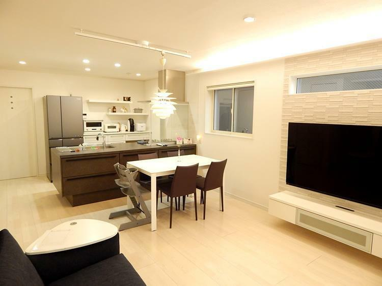 横浜建物のセミオーダー住宅は、外観・内装・キッチンスタイル・外構まで選べるスタイル。部分的な間取り変更や一からおこすフリープランも対応可能です。