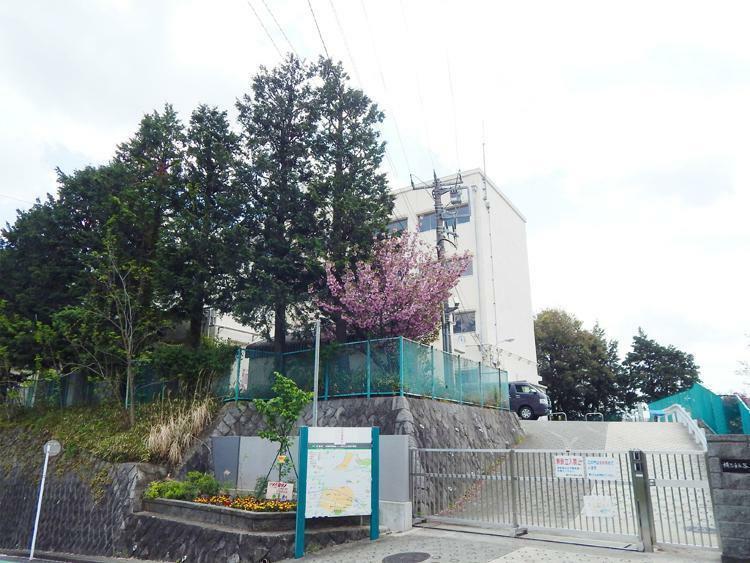 小学校 横浜市立谷本小学校まで650m 緑豊かな閑静な住宅街にある谷本(やもと)小学校。学校行事も盛んで口コミでの評判が良い小学校です。