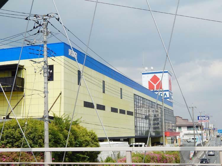 ヤマダ電機 テックランド青葉店まで1400m 大手電化製品の量販店も徒歩圏内。引っ越し時の家電の買い替えはもちろん、消耗品のお買い物にもとても便利です。