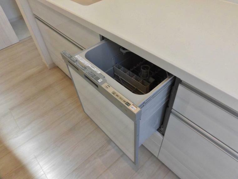 キッチン 食洗機→ママが欲しい機能、ベスト3に入る食洗機!ほんと忙しいときに大活躍してくれます!4~5人家族まで大丈夫です!
