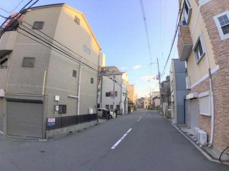 現況写真 道路が広いのに車通りはそれほど多くないので、雰囲気がとてもいいです。