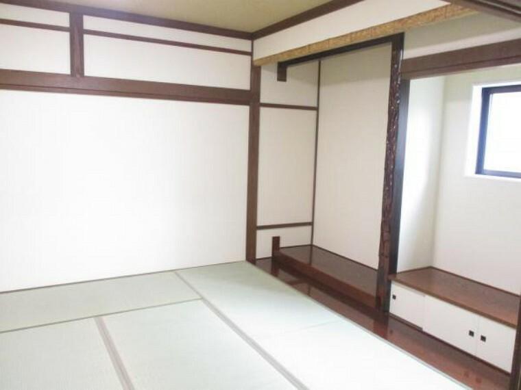 1階和室は畳表替え、クロス張替え、照明交換などおこないました。リビングと一体化してご利用できるので使いやすい空間です。