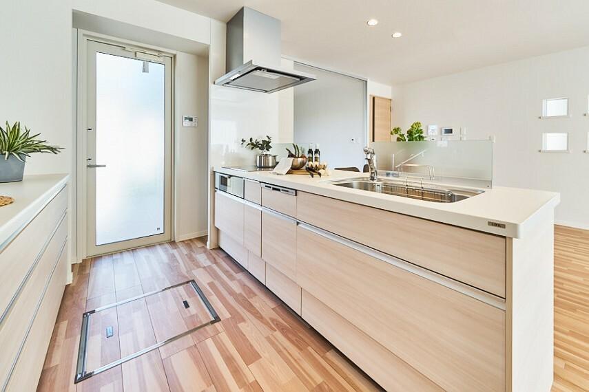 キッチン No.1_キッチン(撮影_2020年10月) 奥様に人気のペニンシュラキッチン。オール電化IHコンロ採用。毎日の料理が楽しく、楽になる機能が揃っています!