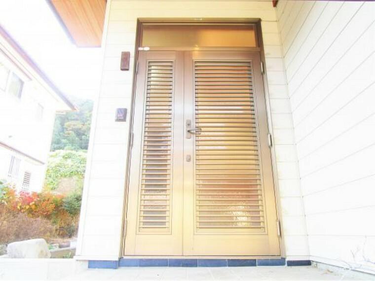 玄関 10/31撮影【リフォーム前・玄関】クリーニングと鍵交換を行います。