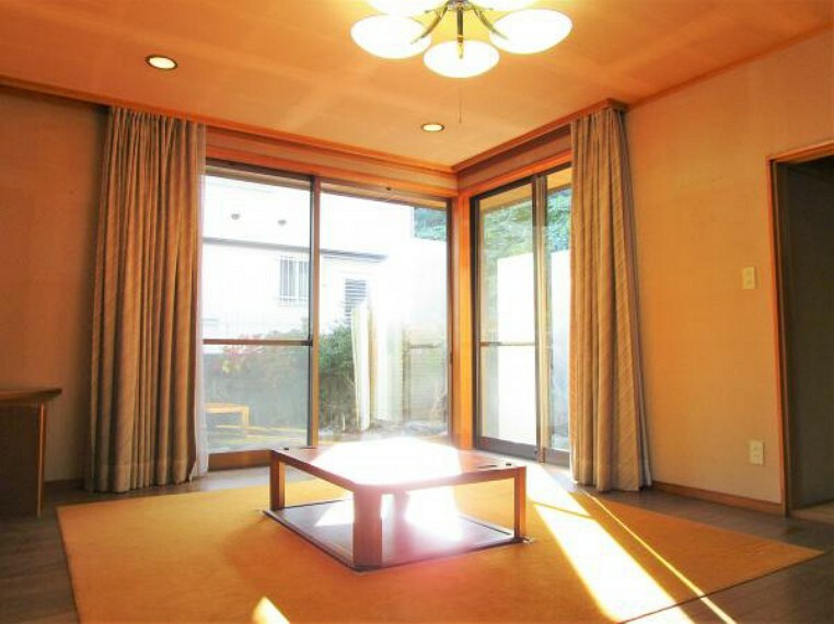 居間・リビング 10/31撮影【リフォーム前・リビング別角度】22帖の広々としたリビングは家具の配置の自由度が高いですね。