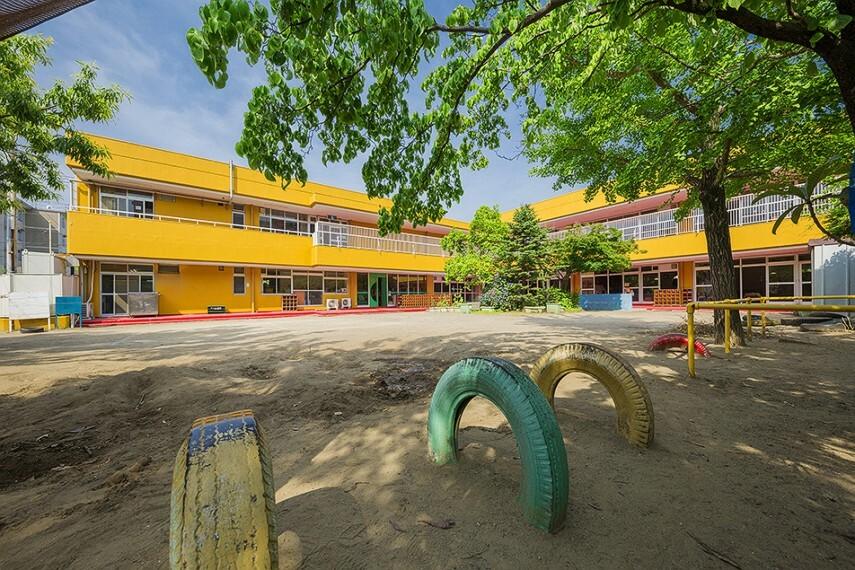 幼稚園・保育園 芳野学園付属幼稚園 徒歩7分/毎日の送り迎えに嬉しい徒歩7分