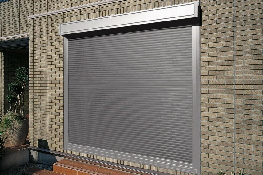 電動シャッター 雨や寒い日でも窓を開けずに開閉できて便利。※一部のシャッターにのみ採用。